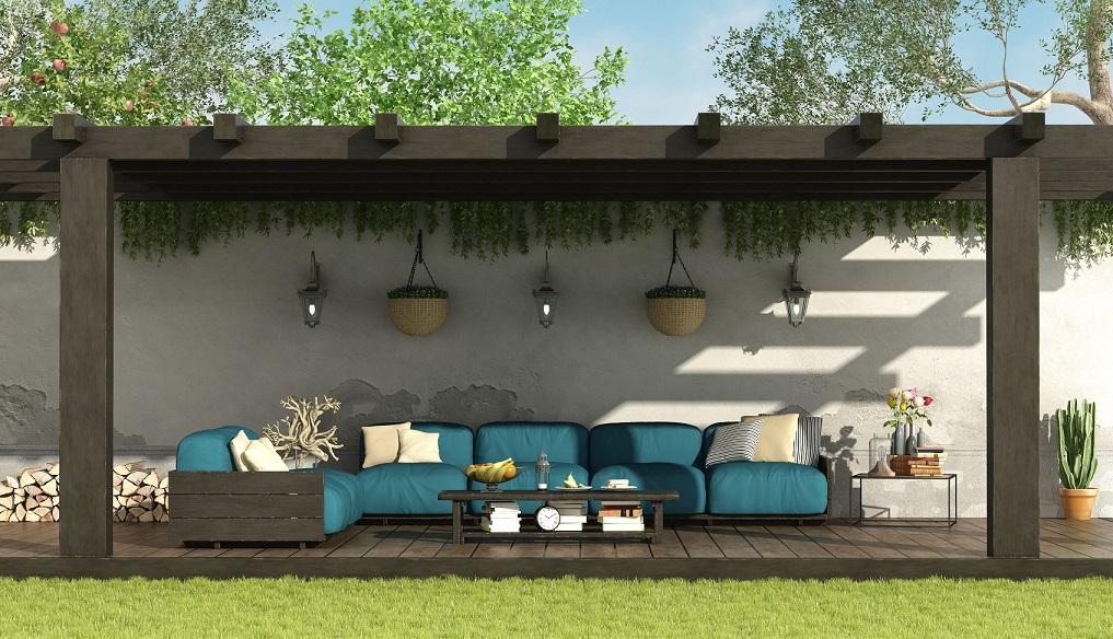 Living al aire libre techado con policarbonato.